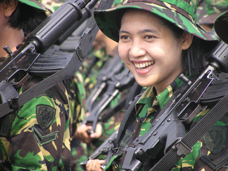 Foto-Foto Tentara Wanita Seksi Seluruh Dunia - Kaskus -